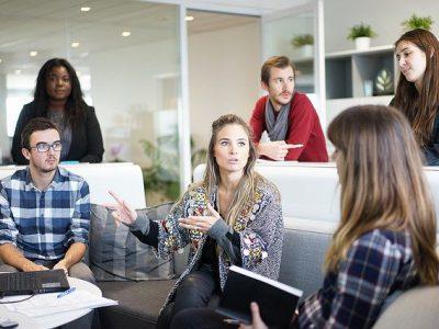 czym jest biuro tlumaczen 400x300 - Czym jest biuro tłumaczeń ?