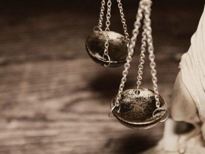 tlumaczenia przysiegle dla sadow 400x300 - Tłumaczenia przysięgłe dla sądów